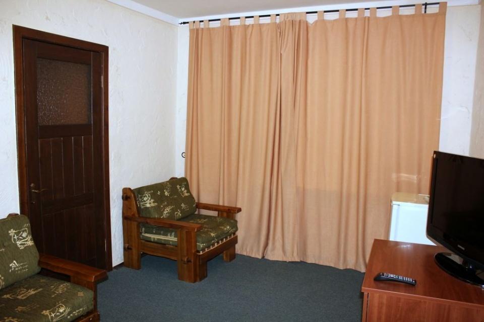 База отдыха «Подсолнух» Саратовская область 2-комнатный номер в Зимнем корпусе, фото 6
