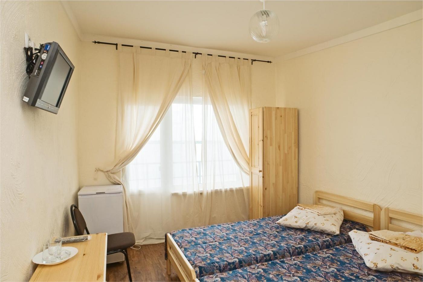 База отдыха «Подсолнух» Саратовская область 2-местный номер в Летнем корпусе (2 этаж), фото 2