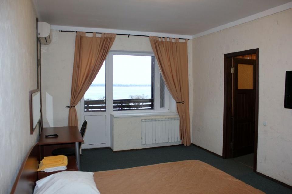 База отдыха «Подсолнух» Саратовская область 2-комнатный номер в Зимнем корпусе, фото 5