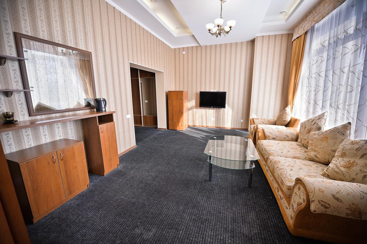 Парк-отель «Нежинка» Оренбургская область Люкс Family №603, №606, фото 1