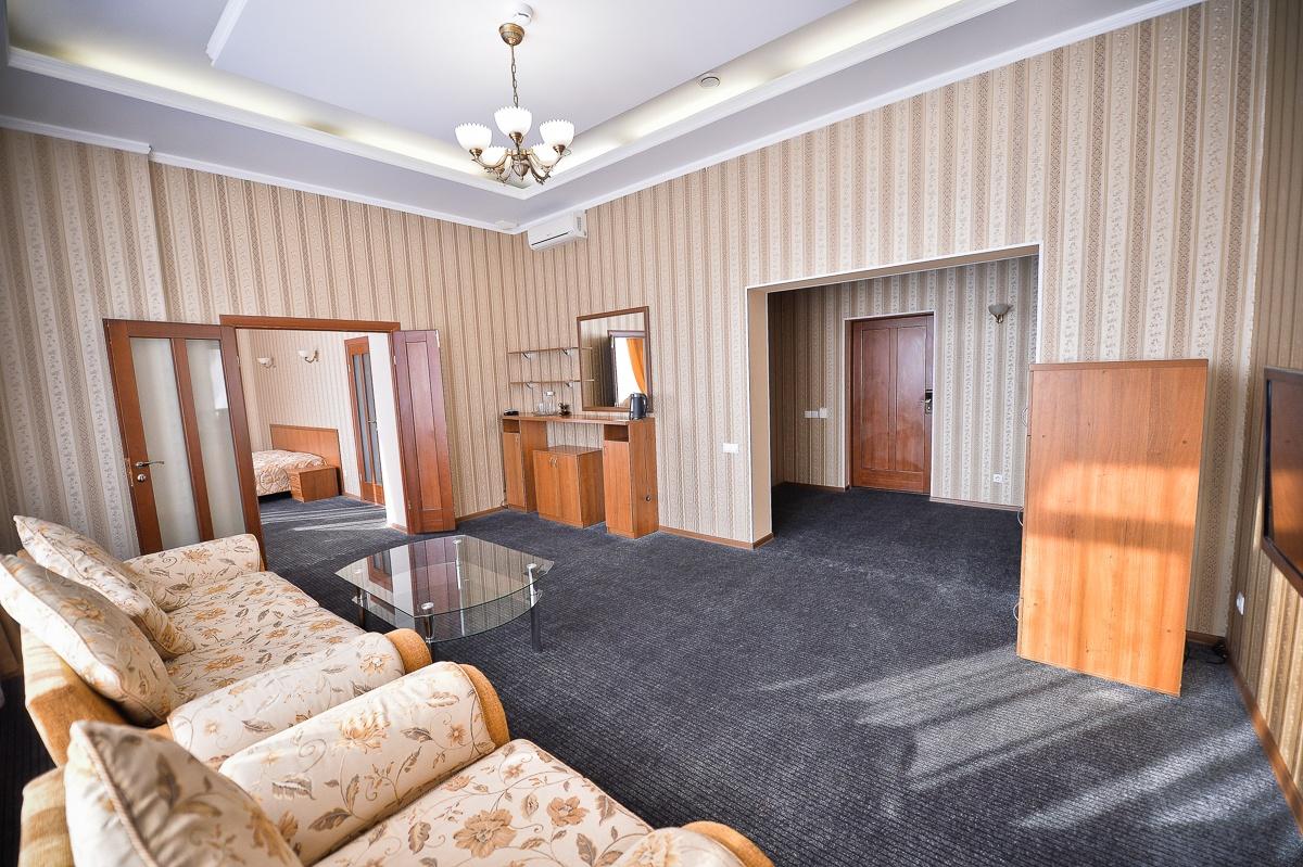 Парк-отель «Нежинка» Оренбургская область Люкс Family, фото 1