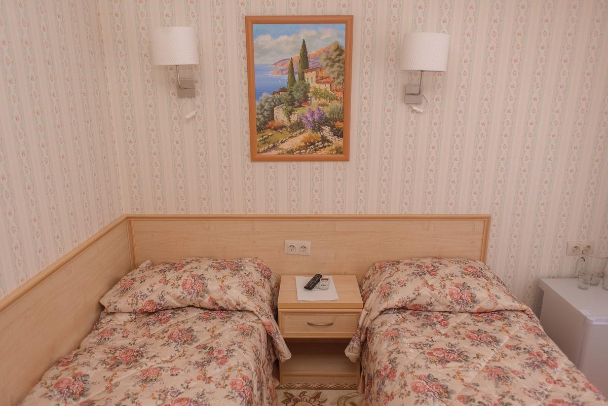 """Центр отдыха """"Вишневые горки"""" Оренбургская область Номер категории """"Стандарт двухместный"""", фото 1"""