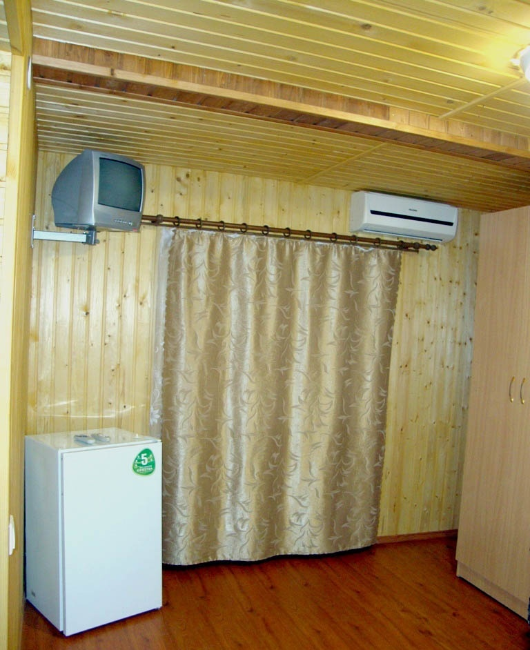 """База отдыха """"Лесник"""" Краснодарский край 2-местный домик с удобствами, фото 1"""