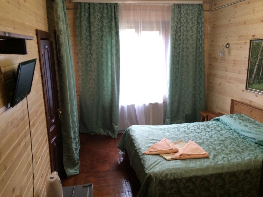Турбаза «Чусовая» Свердловская область Номер «Люкс» 2-комнатный корпус «Часовой» , фото 2