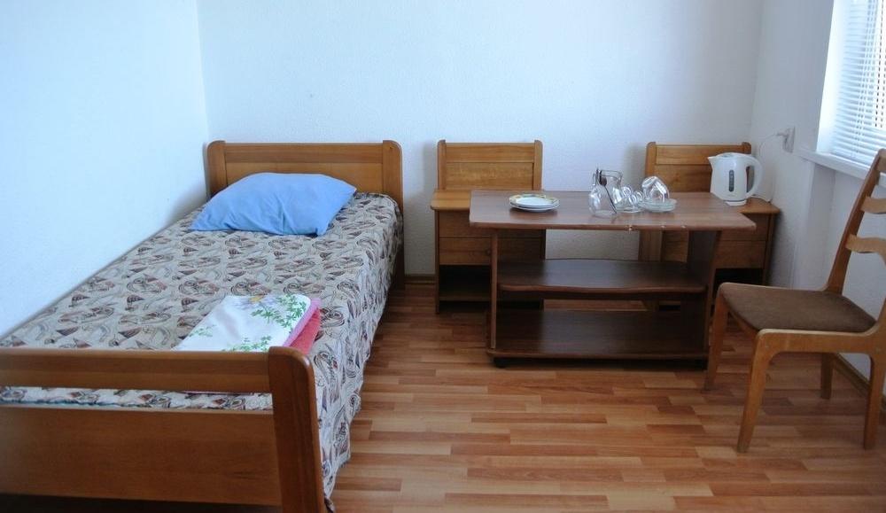 """Турбаза """"Прибой"""" Республика Дагестан 3-х местный 2-х комнатный номер с балконом, вид на море, фото 1"""