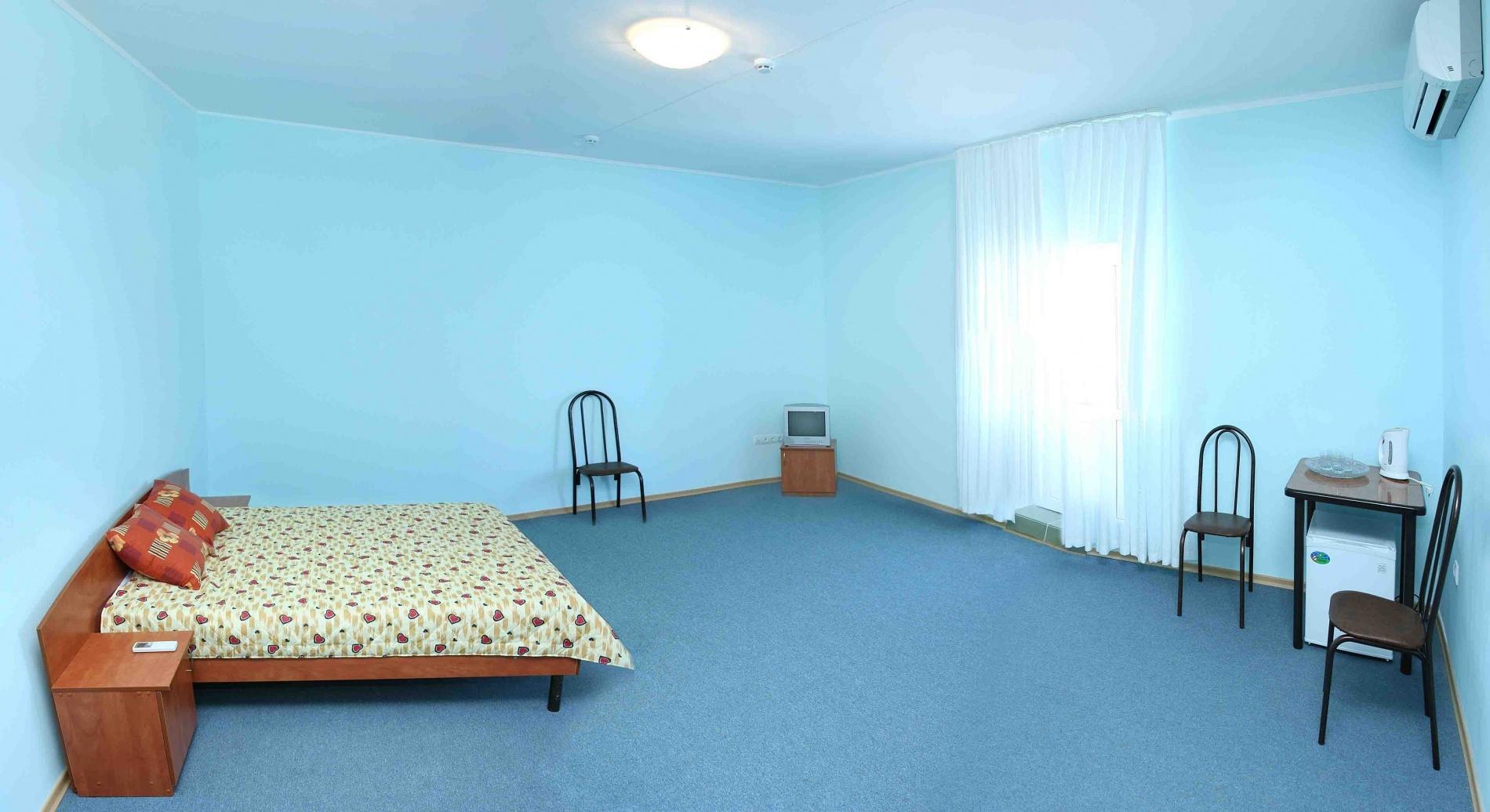 "База отдыха ""Казачий берег"" Краснодарский край 4-х местный 2-х комнатный номер, фото 1"