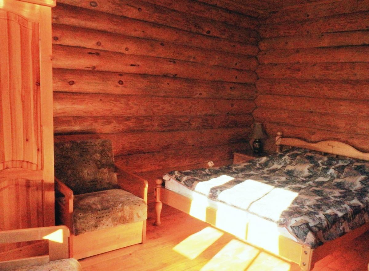 База отдыха «Константинова Усадьба» Новгородская область 2-местный номер в бревенчатом доме, фото 2