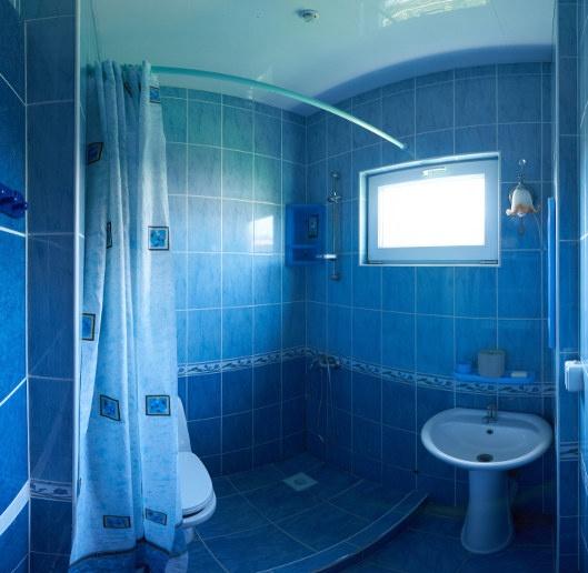 Гостевой дом «Бирюза» Республика Крым Двухместная комната 2-й этаж (с доп.местом), фото 4