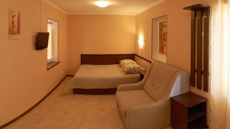 Гостевой дом «Бирюза» Республика Крым Двухместная комната 2-й этаж (с доп.местом), фото 2