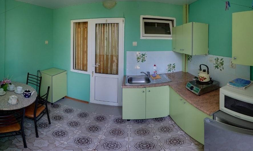 Гостевой дом «Бирюза» Республика Крым Трехместная комната 2-й этаж (с доп.местом), фото 3