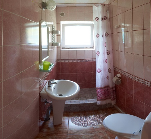 Гостевой дом «Бирюза» Республика Крым Трехместная комната 1-й этаж, фото 3