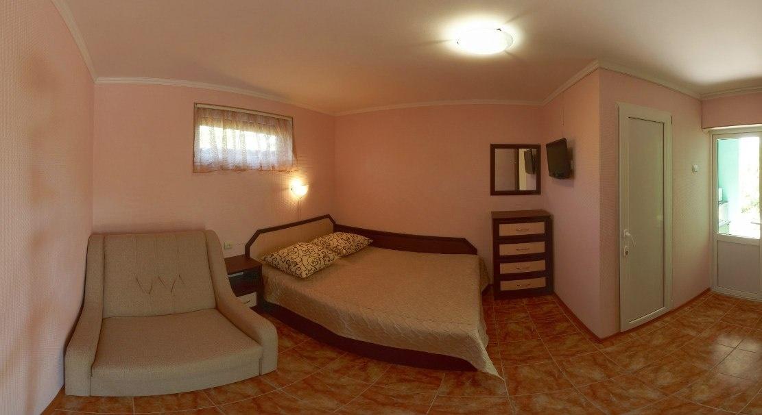 Гостевой дом «Бирюза» Республика Крым Двухместная комната 1-й этаж (с доп.местом), фото 2